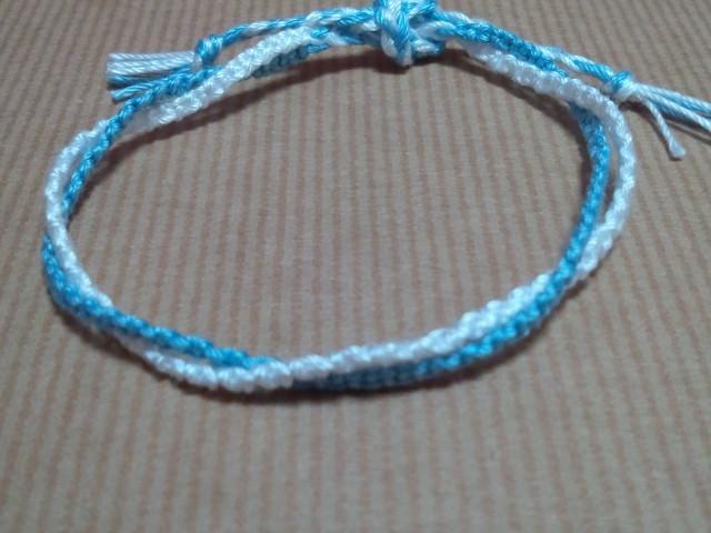 3本の糸で簡単に出来るミサンガの作り方!   生活に役立つ記事